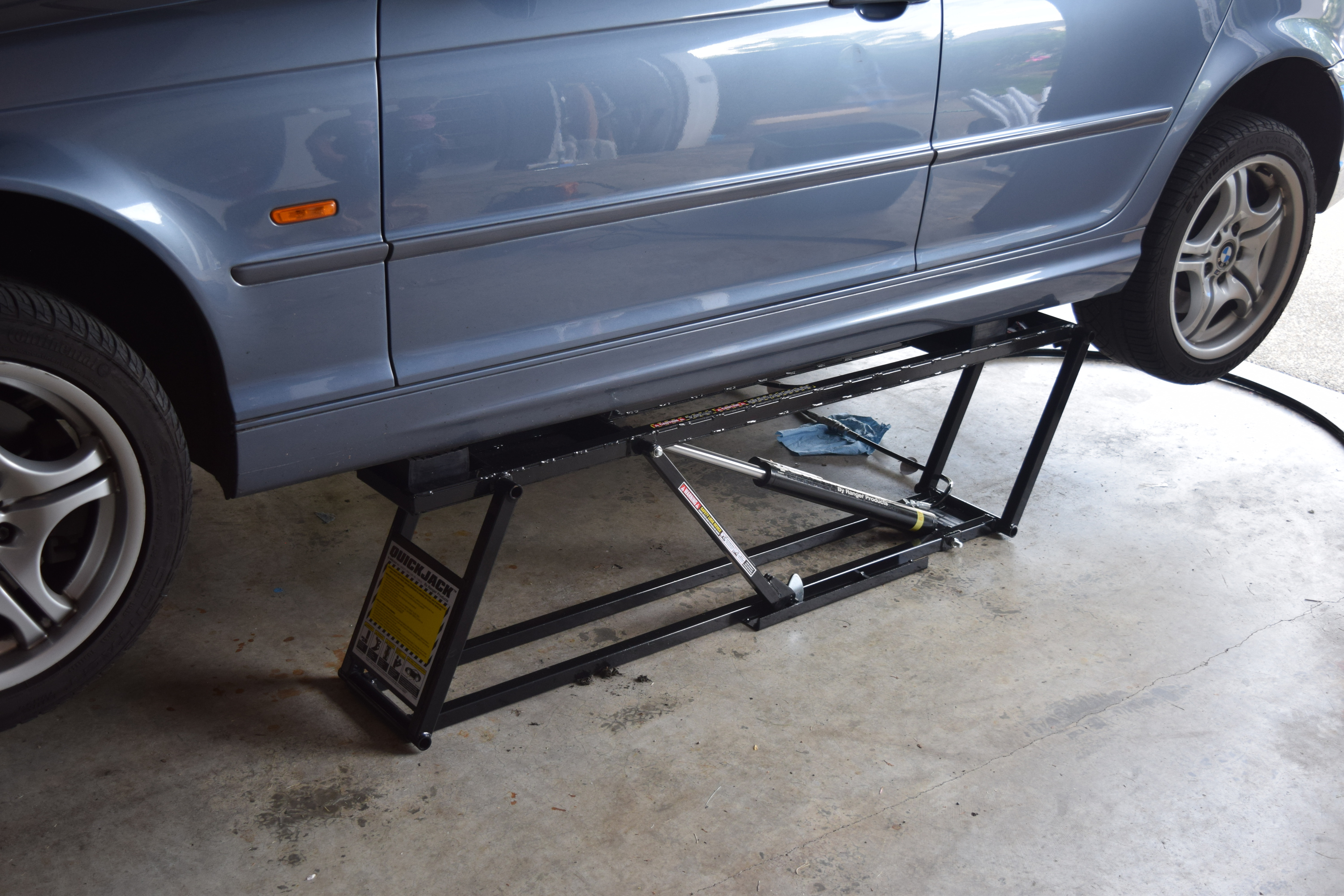 Quickjack 5000 Lifting BMW e46 330i Side